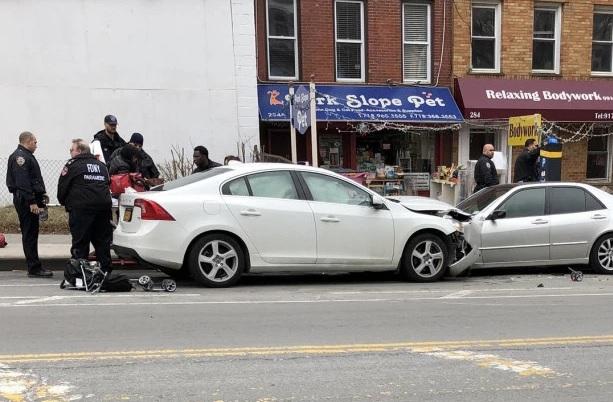 Policía NY investiga atropellamiento donde dos niños murieron