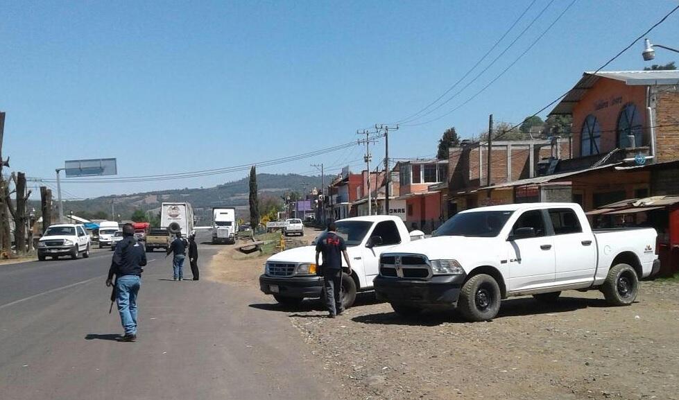Suspenden corrida de autobuses por bloqueos en Michoacán