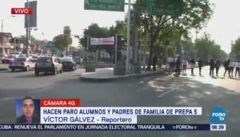 Padres de familia y alumnos de Preparatoria 5 bloquean Calzada del Hueso