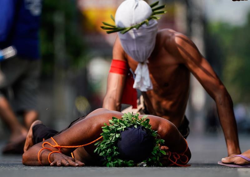 Penitentes filipinos eximen sus pecados con ritos sangrientos