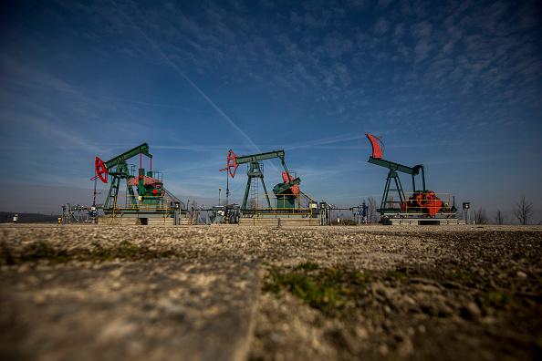 Petróleo sigue estable por una demanda saludable