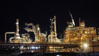 Petróleo, firme tras baja en las reservas estadounidenses
