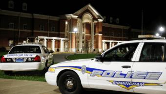 Cierran escuela en Alabama tras tiroteo; realizan inspección en detectores de metales