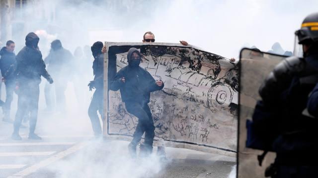 Se registran disturbios en Francia durante protestas contra reforma laboral de Macron