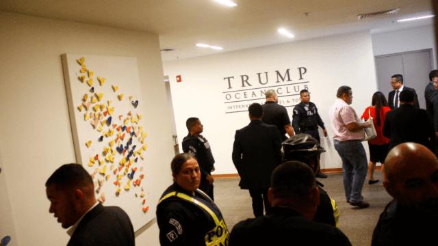 Policía expulsa a empleados de Trump de hotel en Panamá