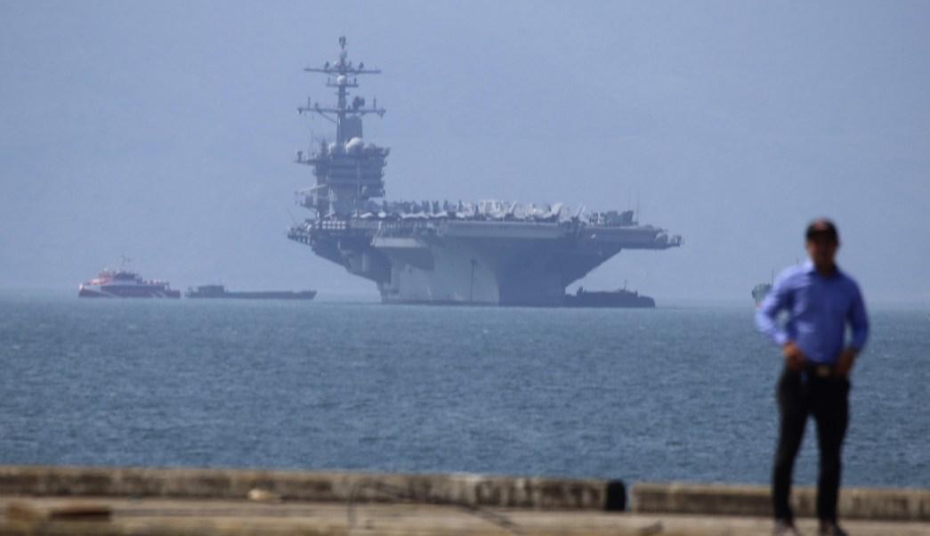 Portaviones USS Carl Vinson realiza histórica visita Vietnam
