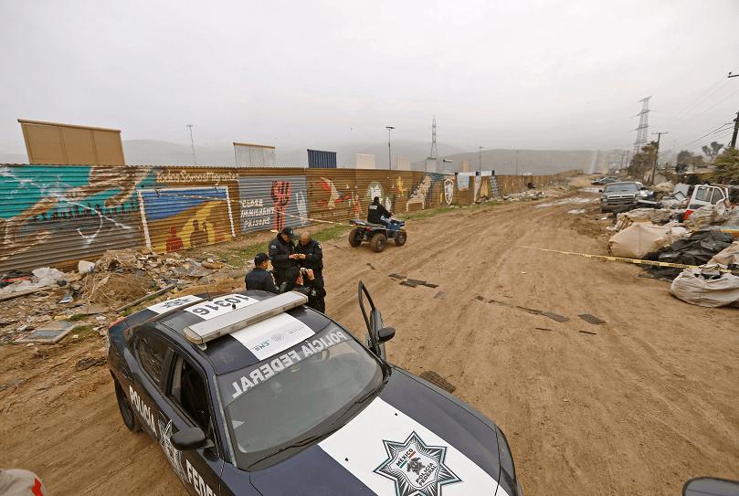 Trump: 18 mmdd para muro se pagarán con reducir subsidios a inmigrantes