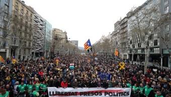 Catalanes protestan en Barcelona tras detención de Puigdemont