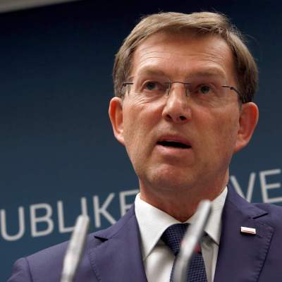 Renuncia el primer ministro de Eslovenia