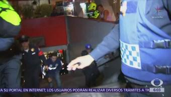 Rescatan a hombre golpeado por convoy del Metro en Balderas