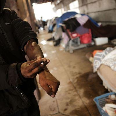 Sobredosis de opioides aumentan 30 por ciento en Estados Unidos