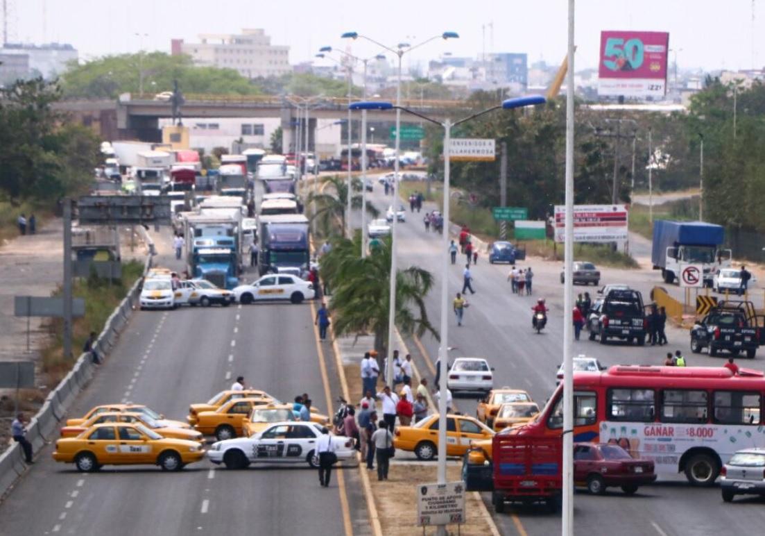 Taxistas piden sacar a piratas de Villahermosa y subir tarifa