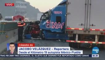Tráiler impacta vehículos en la México-Puebla