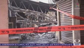 Tras incendio, locatarios del Mercado Hidalgo venden en la calle