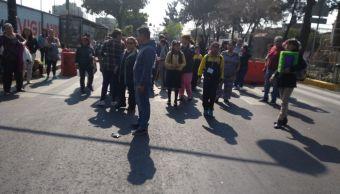 vecinos de venustiano carranza cierran calle 65