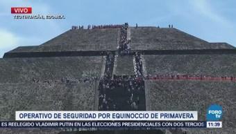 Visitantes inundan la pirámide del sol en Teotihuacán