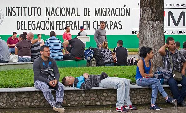 Migrantes centroamericanos denuncian redadas en su contra, en Chiapas