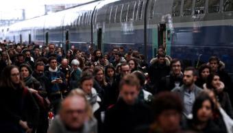 huelgas causan caos ferroviario francia desafiar macron