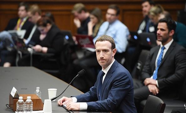 Universidad de Cambridge se defiende de las acusaciones de Mark Zuckerberg