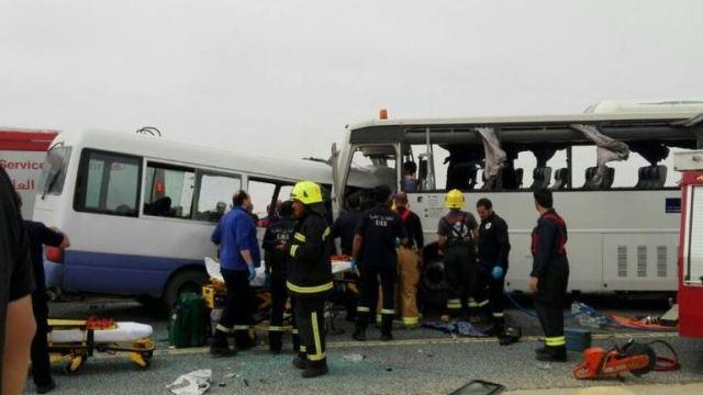 Colisión frontal de autobuses causa 15 muertos en Kuwait