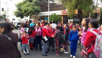 Alumnos y padres de familia bloquean el Eje 7 Félix Cuevas, CDMX