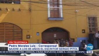 Amigos y familiares se reúnen para despedir al escritor Sergio Pitol