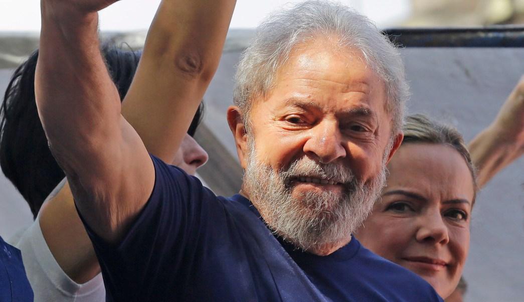Lula sale del sindicato por primera vez en dos días