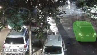 Hombre roba un auto, choca un árbol y es detenido en la Cuauhtémoc