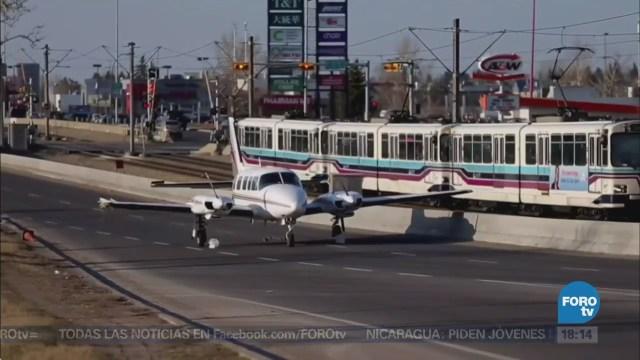 Avioneta Aterriza Emergencia Avenida Calgary Canadá