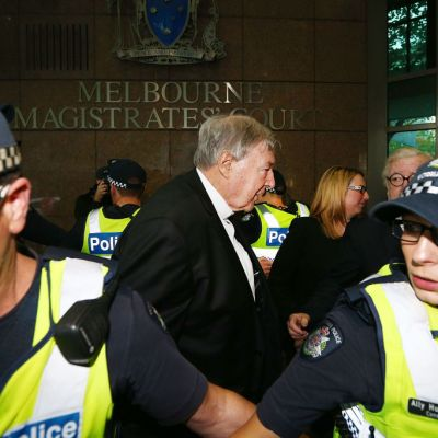 Tribunal australiano enjuiciará al cardenal George Pell por pederastia