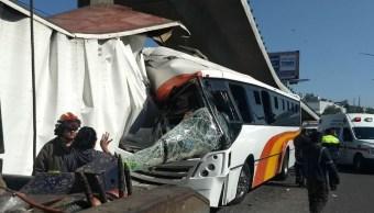 Choque entre autobús de pasajeros y tráiler deja 23 heridos en la México-Querétaro