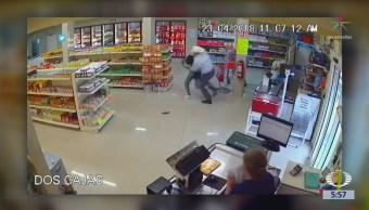 Cliente frustra asalto a un minisúper en Monterrey, Nuevo León
