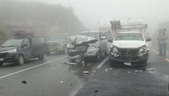 Chocan más de 100 autos en una carretera en Coahuila