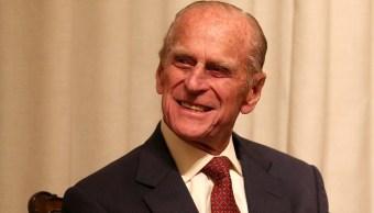 Duque de Edimburgo supera con éxito operación de cadera
