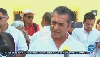 Bronco Prepara Debate Leyendo Mensajes Redes Sociales