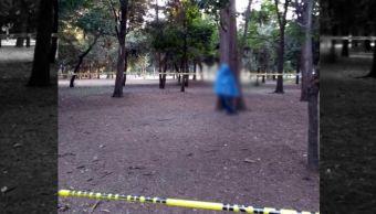 Encuentran cuerpo de joven colgado de un árbol en Bosque de Chapultepec
