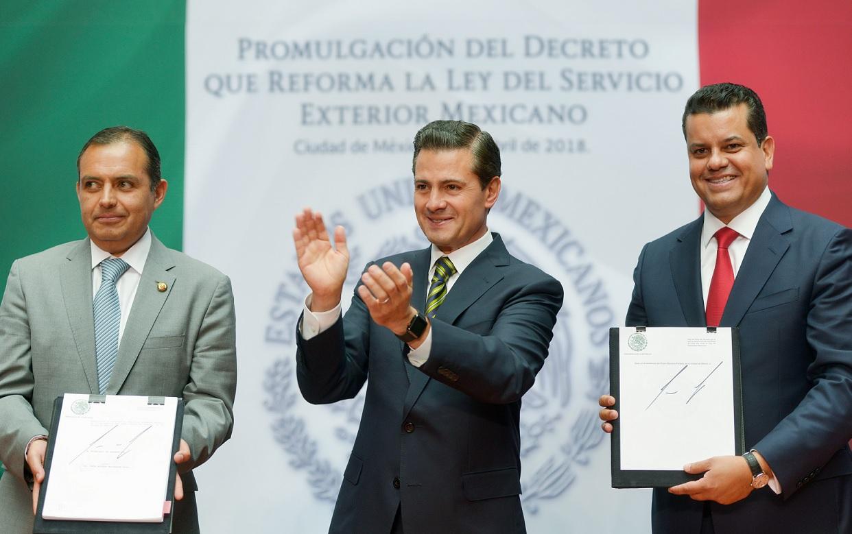 Promulga EPN reforma a Ley del Servicio Exterior
