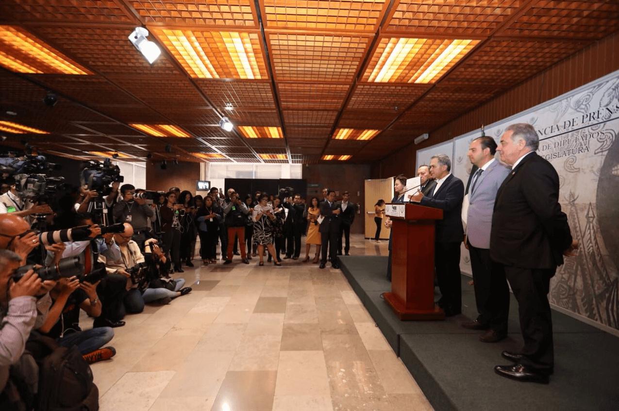 Mancera presenta iniciativa de gobiernos de coalición; incluye propuesta de Beltrones