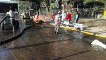 Fuga de agua potable provoca cierre en Canal de Miramontes