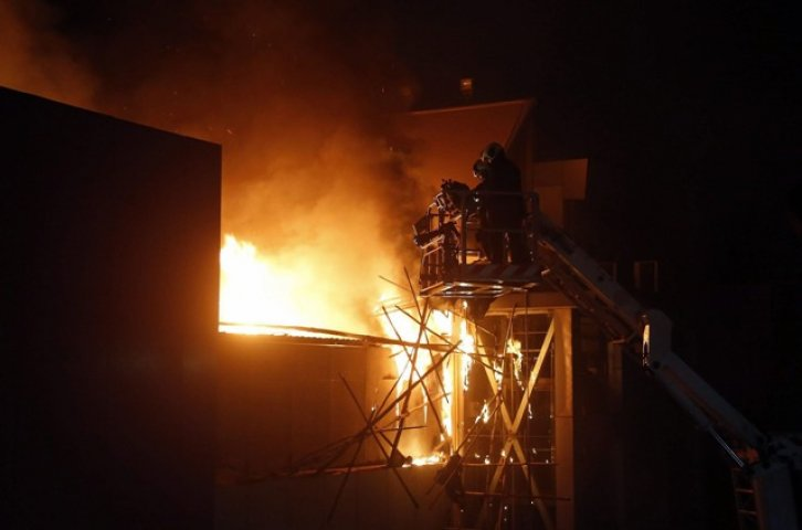 Incendio sala karaoke deja 18 muertos China