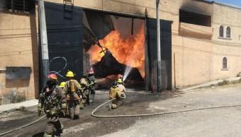 Controlan incendio en una fábrica de muebles en Tonalá Jalisco