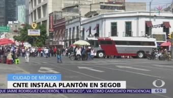 Integrantes de la CNTE instalan plantón frente a Segob