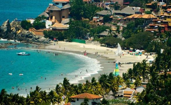 Turistas disfrutan las altas temperaturas de Guerrero