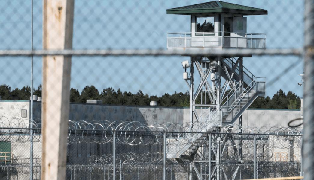 Al menos 7 presos muertos durante pelea en prisión EU
