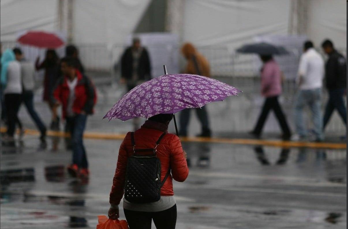 ¡Sal con paraguas! Llueve en dos delegaciones de CdMx
