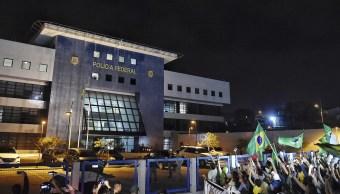 Autoridades brasileñas buscan reubicar a Lula en otra prisión para evitar disturbios