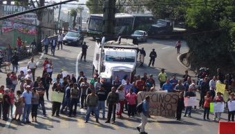 manifestantes bloquean la carretera mexico cuernavaca en san andres totoltepec