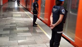 Detienen a 12 personas por robo de celulares en estación Pino Suárez del Metro