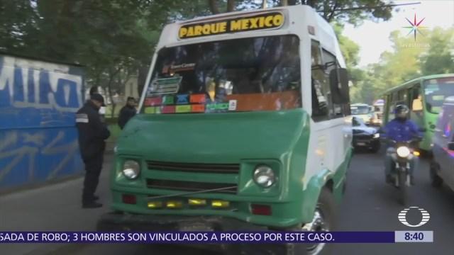 Microbús se impacta contra un árbol en Azcapotzalco