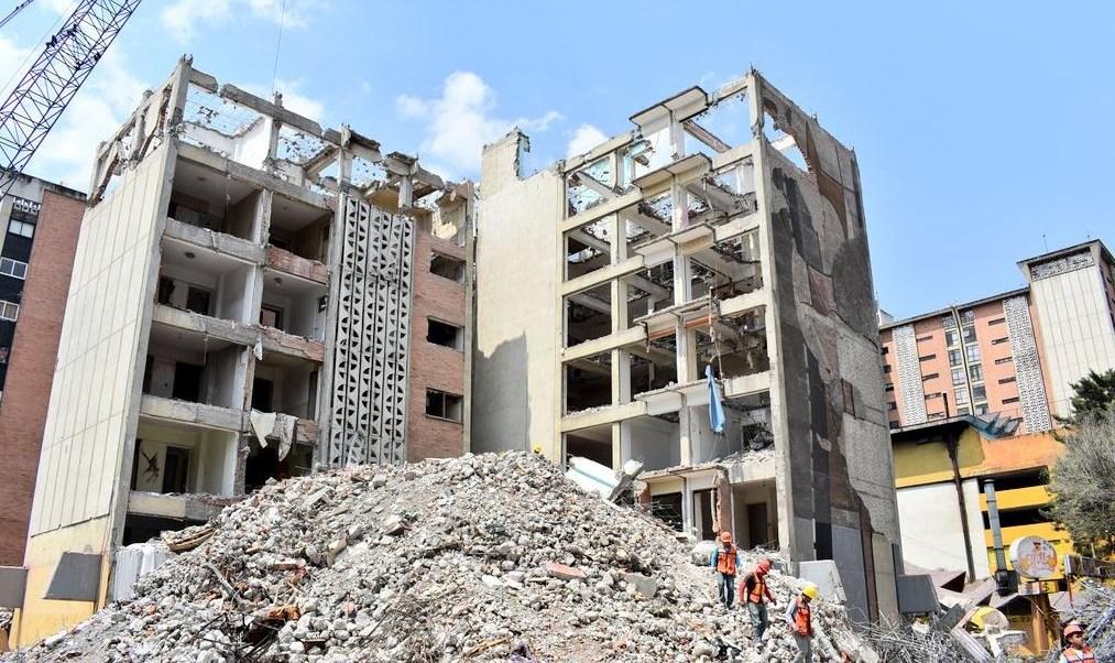 Concluye demolición de edificio conocido como Osa Mayor en CDMX